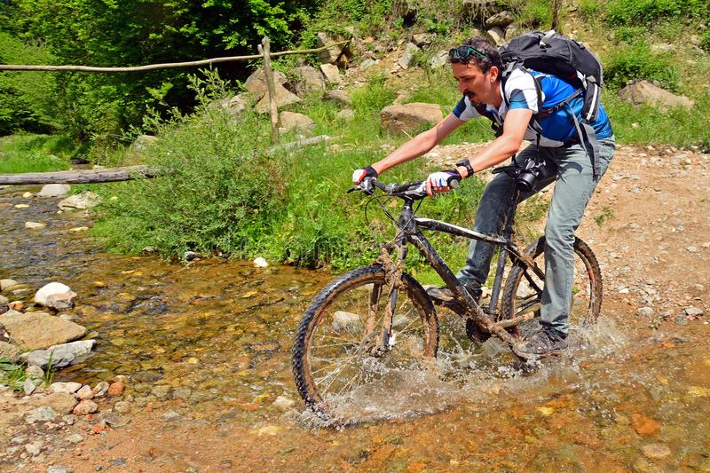 Biking da montanha imagens de stock royalty free