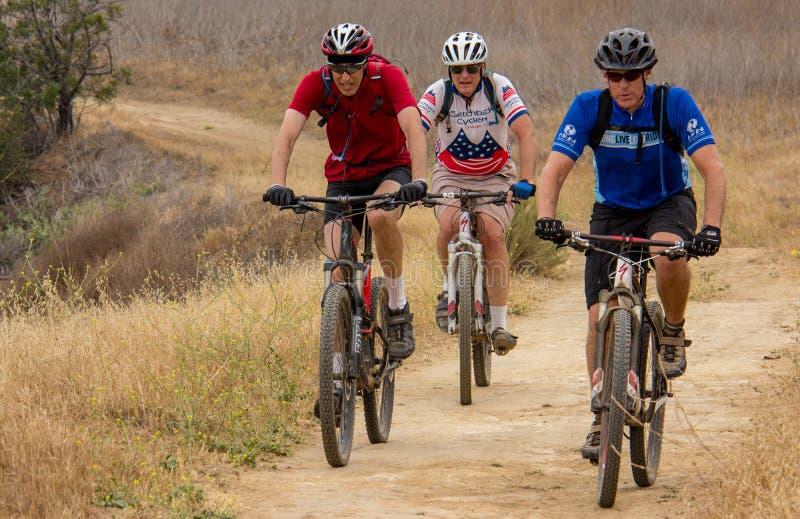 Biking de montanha no parque estadual de Chino Hills foto de stock