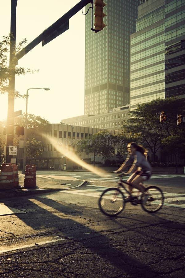 Biking di primo mattino fotografie stock