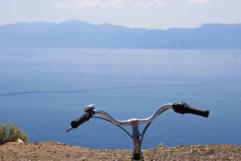 Biking em torno da ilha de Kos foto de stock royalty free