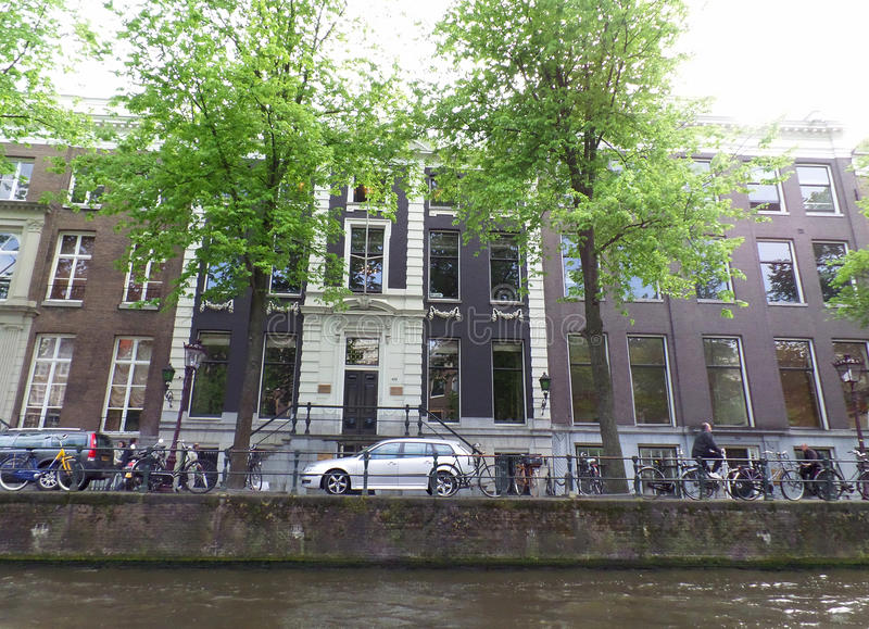Biking en la ciudad de la bicicleta, Amsterdam foto de archivo libre de regalías