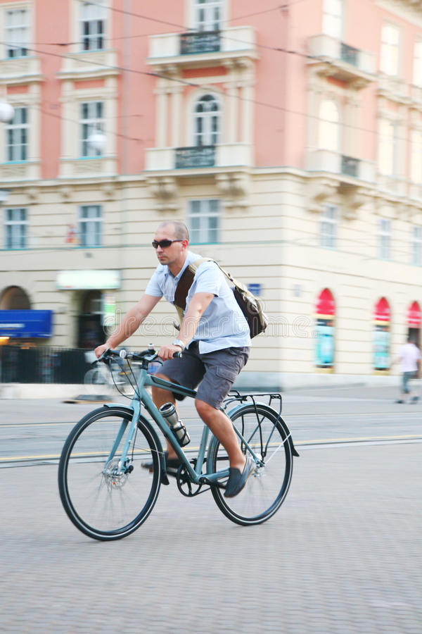 Biking urbano imagens de stock