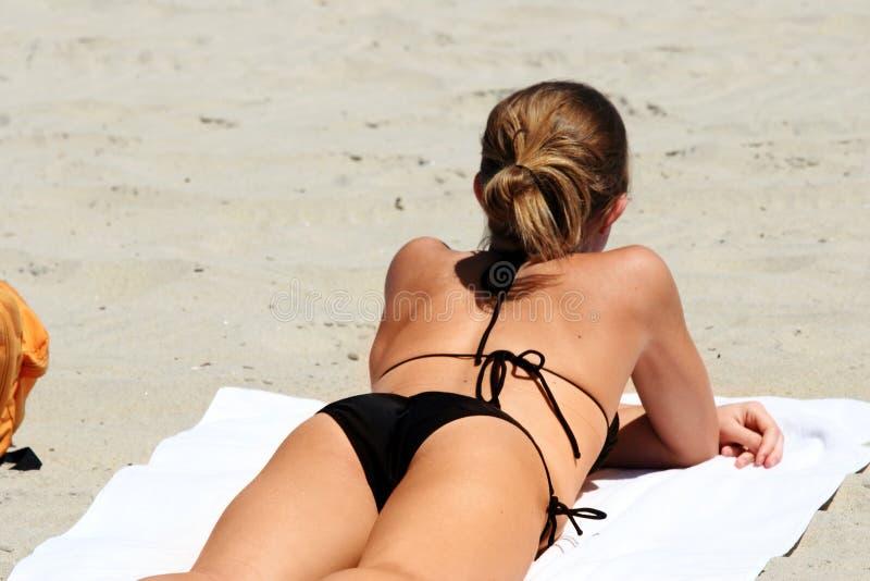 Download Bikini κορίτσι εκδοτική εικόνες. εικόνα από χαλαρώστε, κορίτσι - 104981