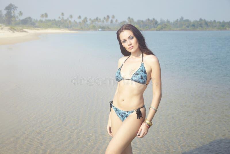 Bikini alla spiaggia fotografia stock libera da diritti