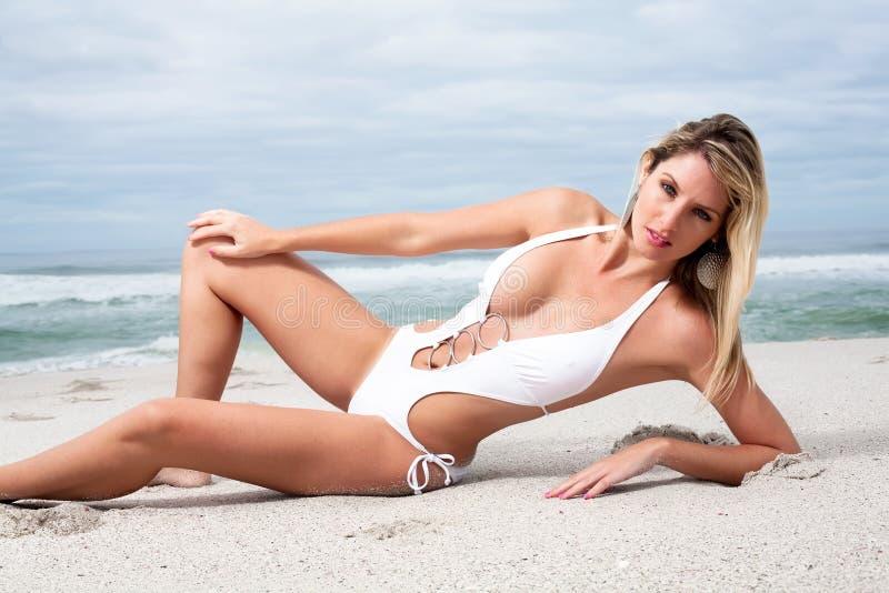 bikini biała kobieta zdjęcia stock