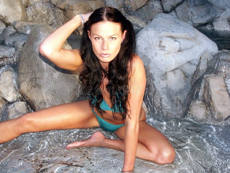 Bikini Brunetee Στοκ φωτογραφία με δικαίωμα ελεύθερης χρήσης