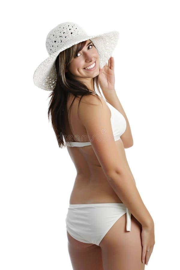 Bikini da portare della giovane donna immagini stock libere da diritti