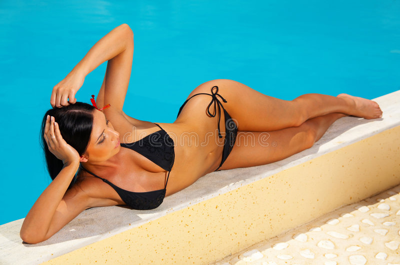 Bikini dans l'action photos stock