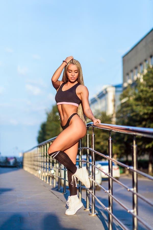 Bikini di forma fisica della donna fotografia stock libera da diritti