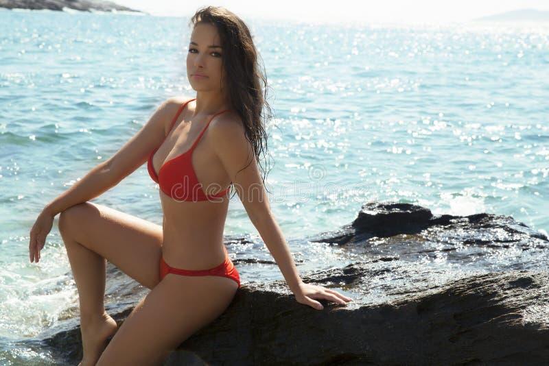 Bikini et mer images libres de droits