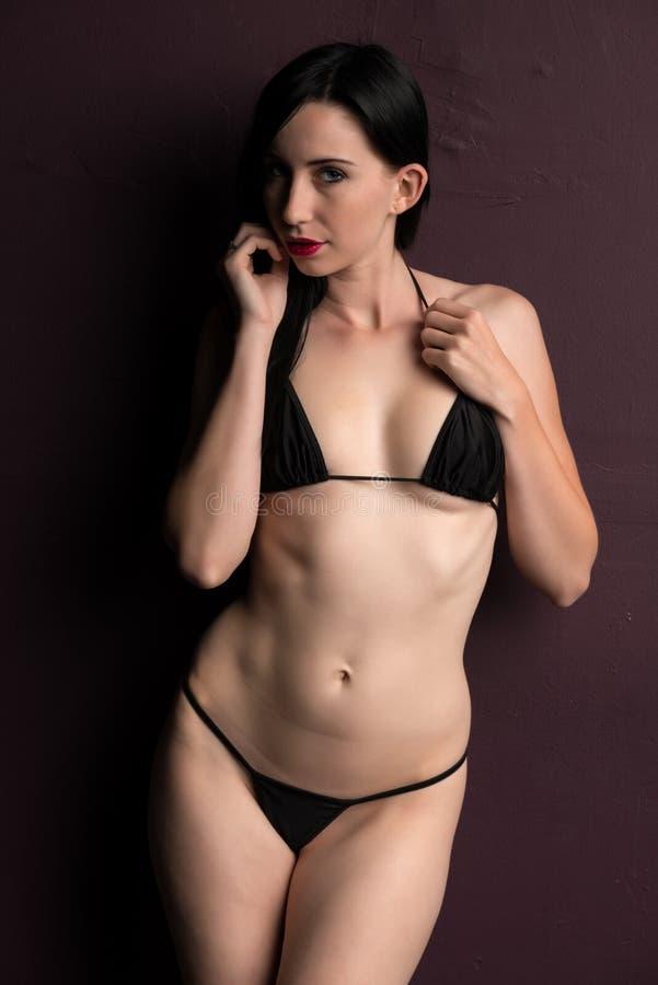 Bikini nero fotografia stock. Immagine di abbastanza ...