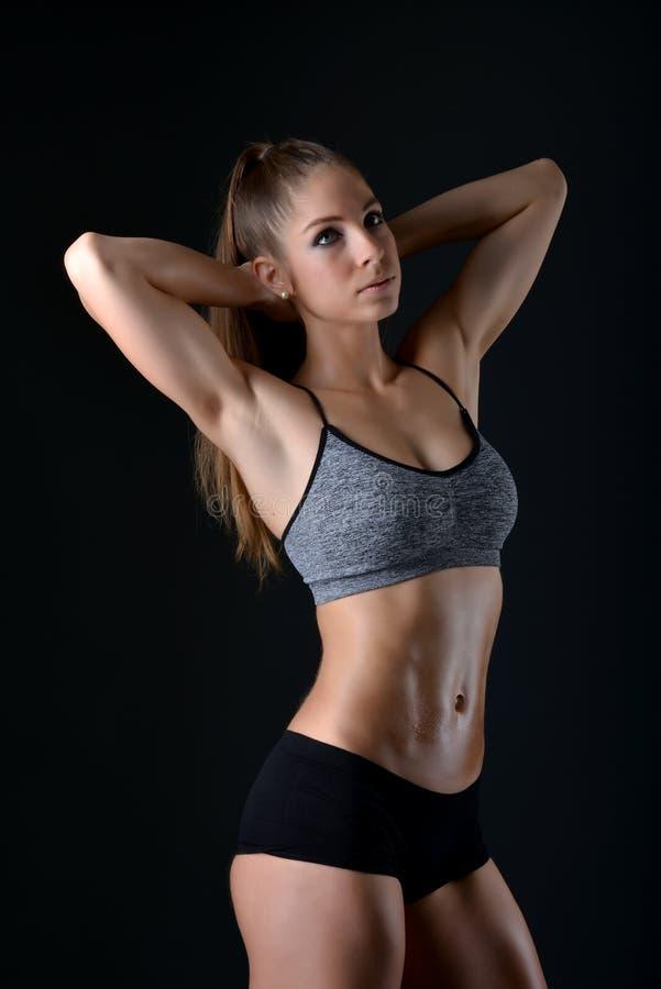 Bikini sprawności fizycznej dziewczyna obrazy stock