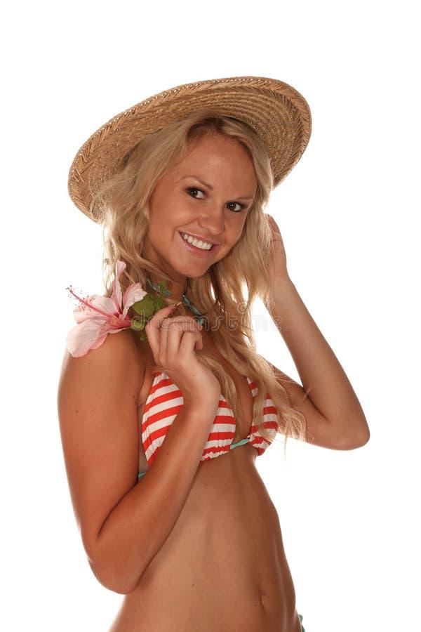 Bikiniflicka i hatt royaltyfria foton
