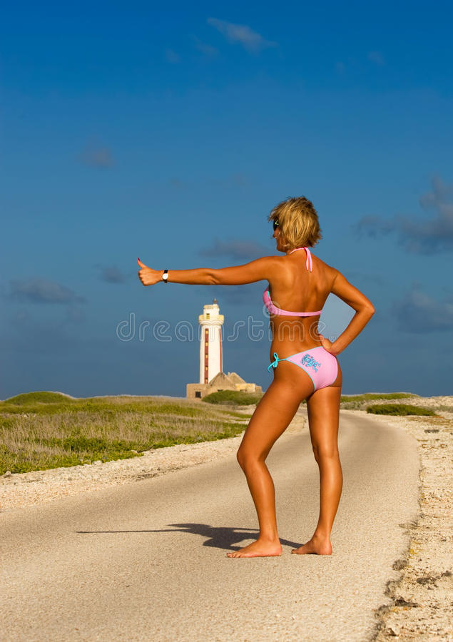 bikiniflickaväg royaltyfria foton