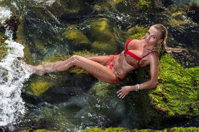 bikinimodemodell royaltyfri bild