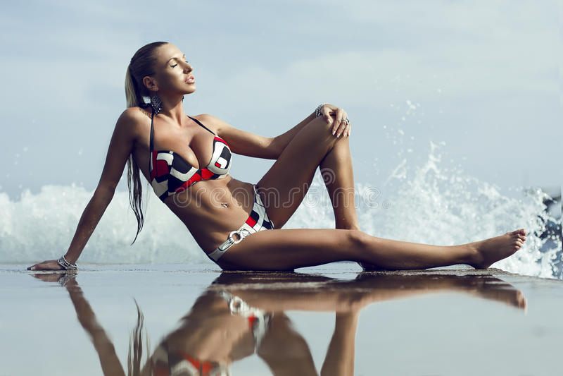 bikinimodemodell royaltyfria foton