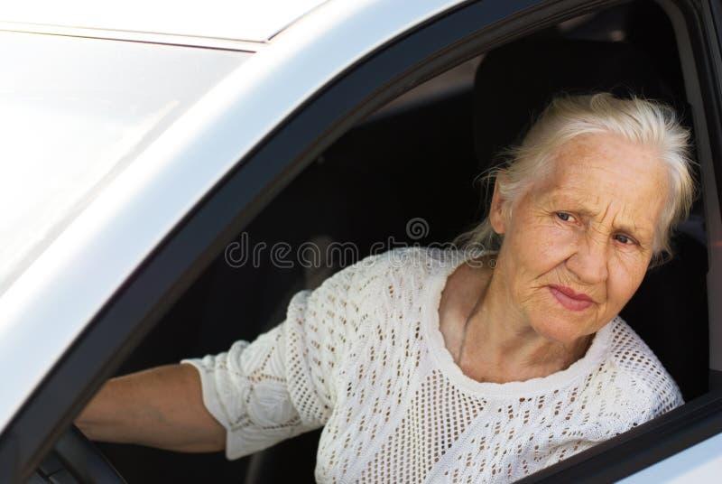 bilåldringkvinna royaltyfria bilder