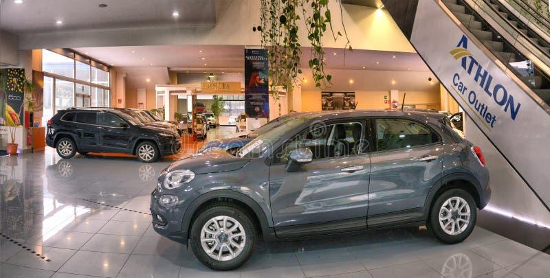 Bilåterförsäljare för använda bilar och nya italienska bilar arkivfoto