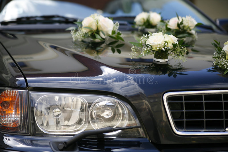 bil dekorerat bröllop royaltyfri bild