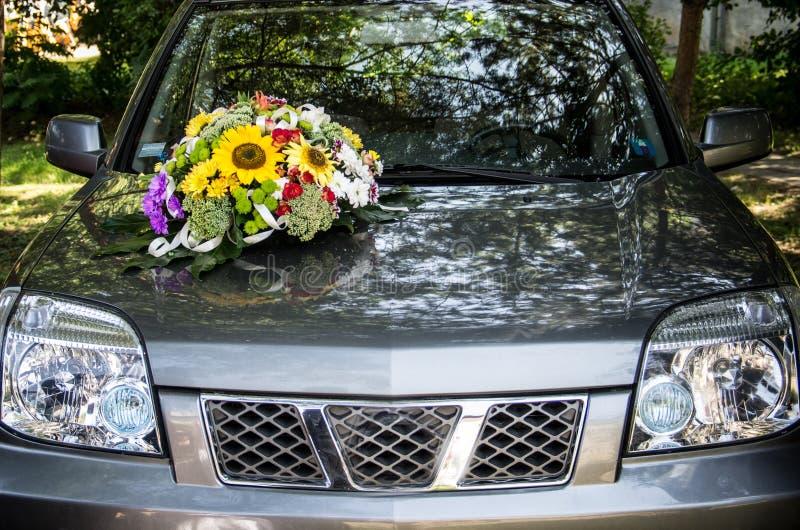 bil dekorerat bröllop royaltyfri foto