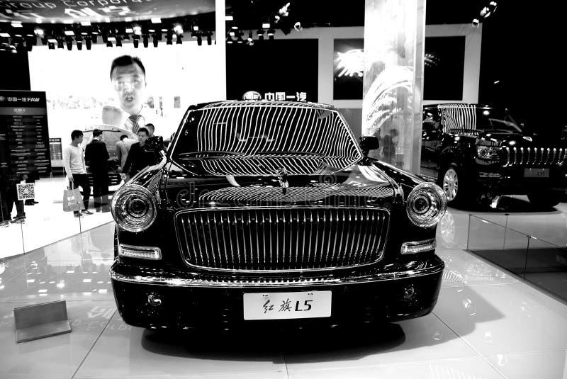 Bil för röd flagga, nobel skönhetbilmodell royaltyfria foton