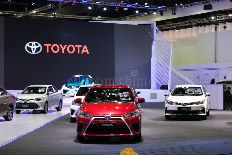 Bil för Toyota yariseco på skärm i Bangkok den internationella motoriska showen 2017 arkivbild