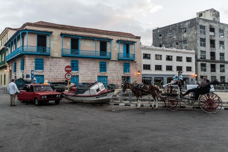 Bil, fartyg och en hästvagn i gammal havannacigarr royaltyfri fotografi