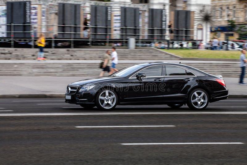 Bil i rörelse royaltyfri bild