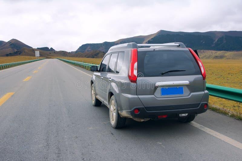 Download Bil i väg arkivfoto. Bild av berg, körbana, cloudscape - 27277470