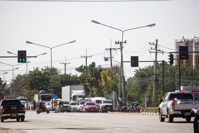 Bil och trafik på huvudvägvägen nära Juction royaltyfri foto