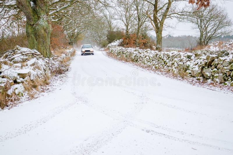 Bil på snö royaltyfria foton
