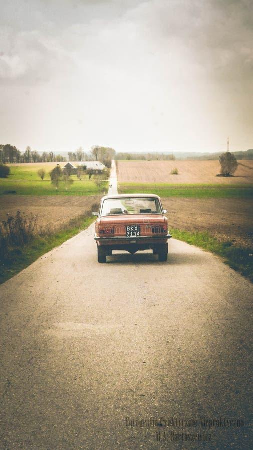 Bil på vägen arkivbilder