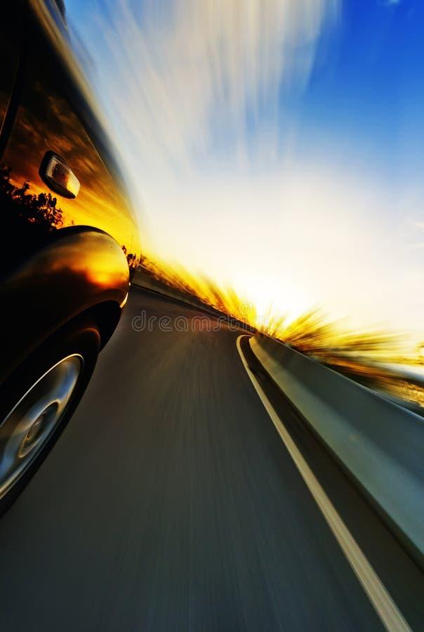 Bil på vägen arkivfoton
