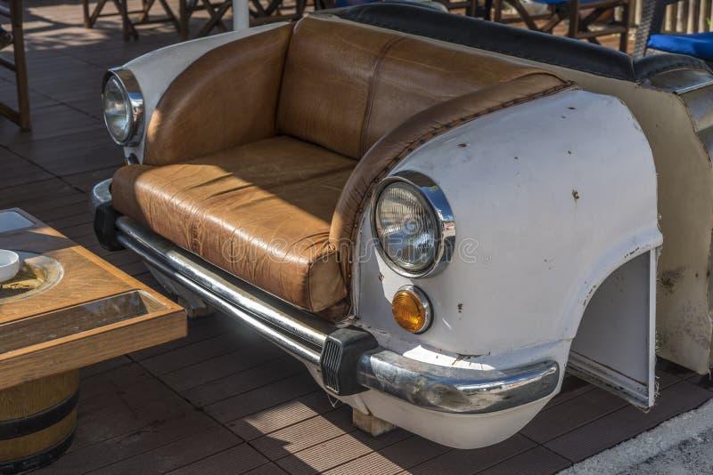 Bil som en Seat stång-/restaurangMaria ` s i Kato Katelios Kefalonia arkivfoto