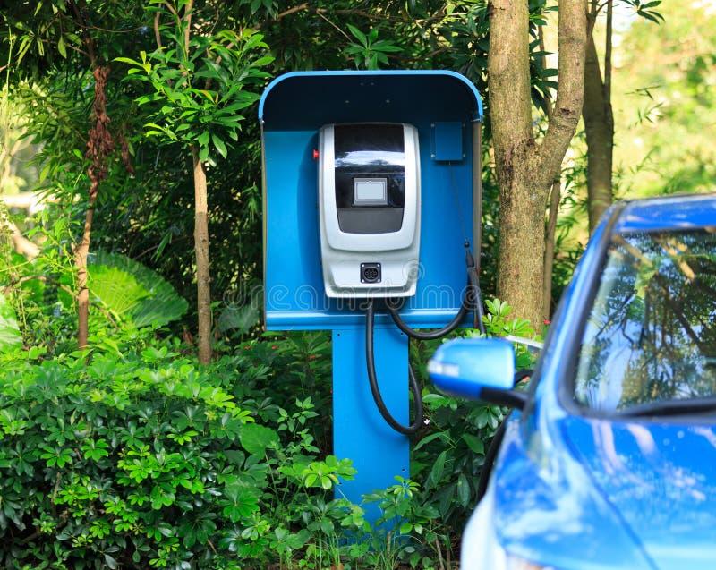 Download Bil Som Laddar Den Elektriska Stationen Arkivfoto - Bild av teknologi, levererat: 106834520