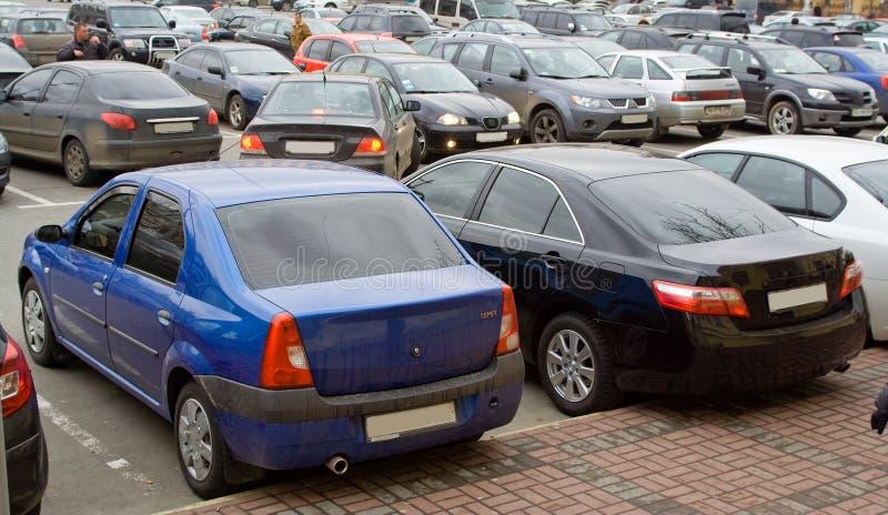 bil som parkerar mycket royaltyfria foton