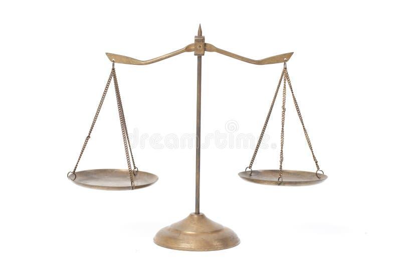 Bilancia della giustizia d'ottone dorata immagini stock