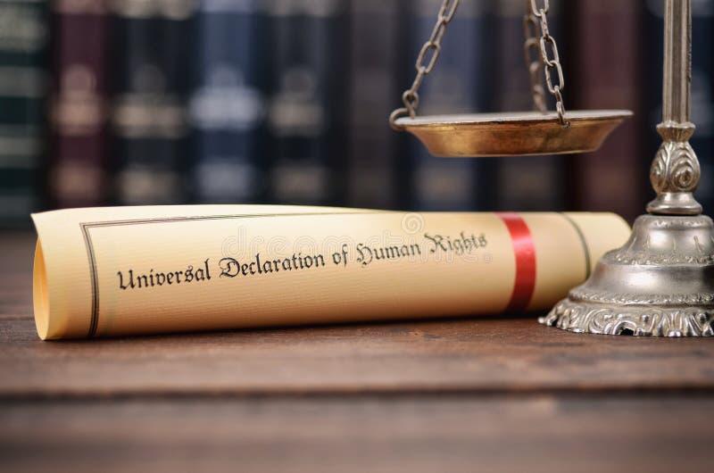 Bilancia della giustizia, dichiarazione universale dei diritti umani fotografie stock