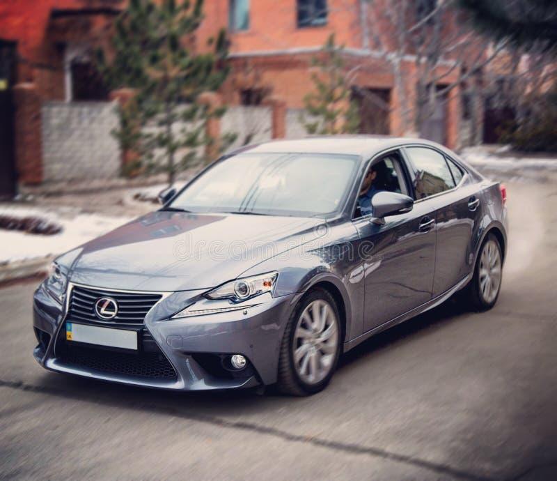 Bilar för bil för körning för Lexus lexusväg royaltyfri fotografi
