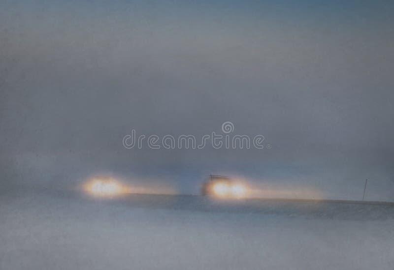 Bilar i snowstorm arkivfoto