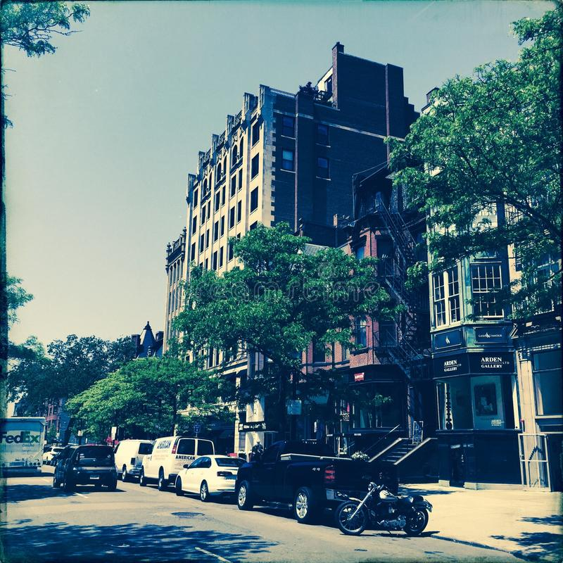 Bilar på den Newbury gatan, Boston, Massachusetts arkivbild