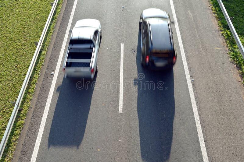 Bilar på en huvudväg sedd fromhigh att meta royaltyfri bild