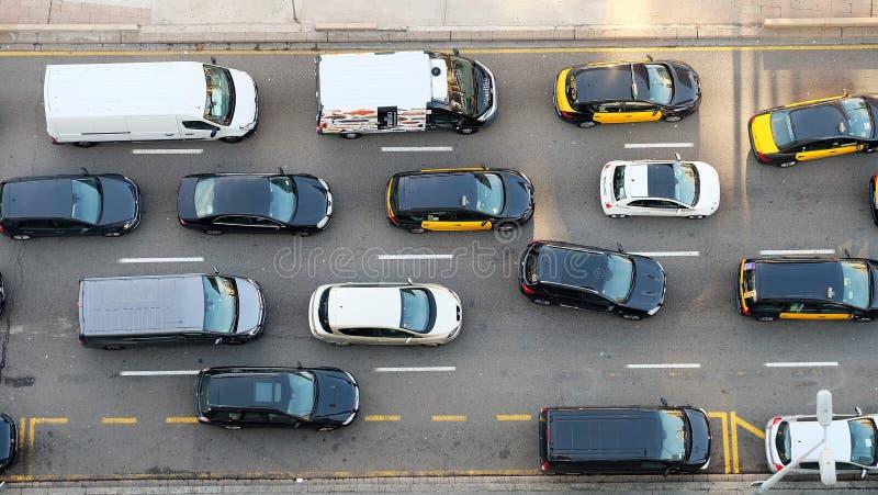 Bilar på vägen som ses från över royaltyfri fotografi