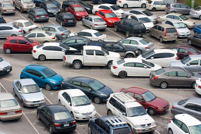 Bilar parkerar arkivbilder