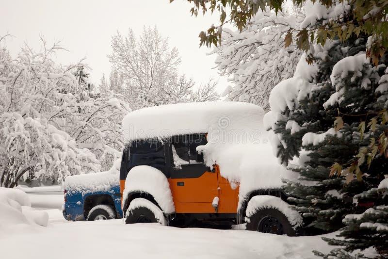 bilar snow stormvintern royaltyfria bilder
