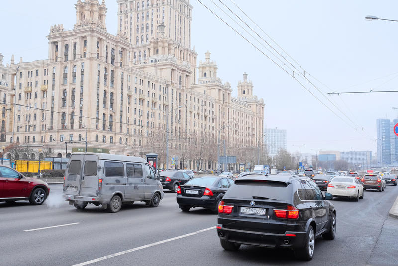Bilar står i trafikstockning royaltyfri fotografi