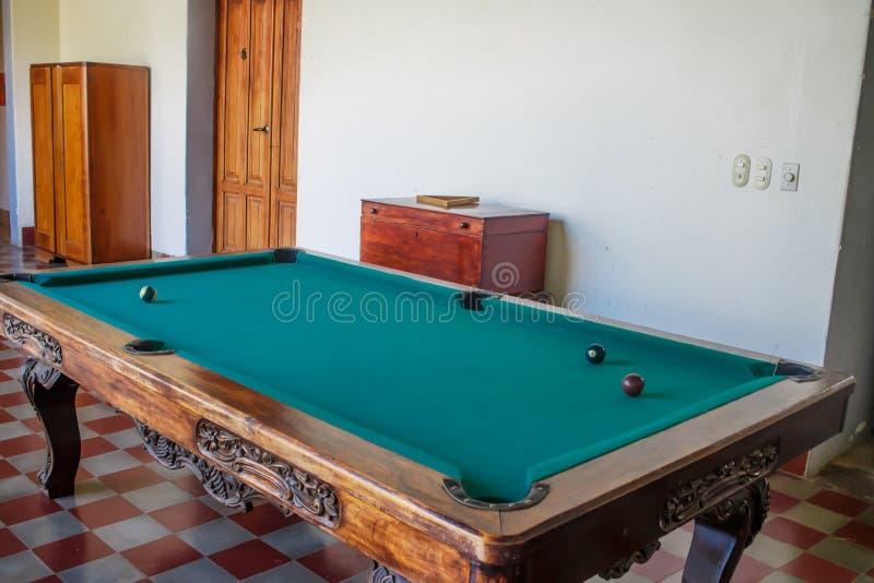 Bilardowy stół bawić się w domu obrazy stock