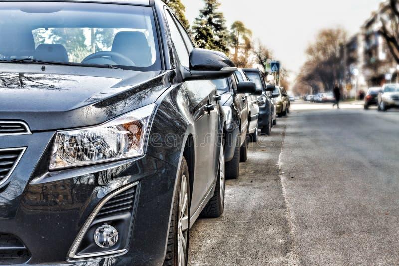 Bilarna var på gatan royaltyfri fotografi