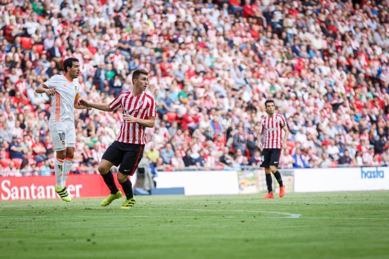 BILBAO, ESPAÑA - 18 DE SEPTIEMBRE: Daniel Parejo y Aymeric Laporte, durante un partido de liga español entre el Athletic de Bilba foto de archivo