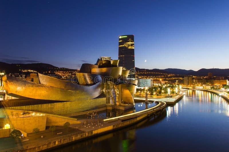 Bilbao - Guggenheim-Museum - Nachtmening royalty-vrije stock foto